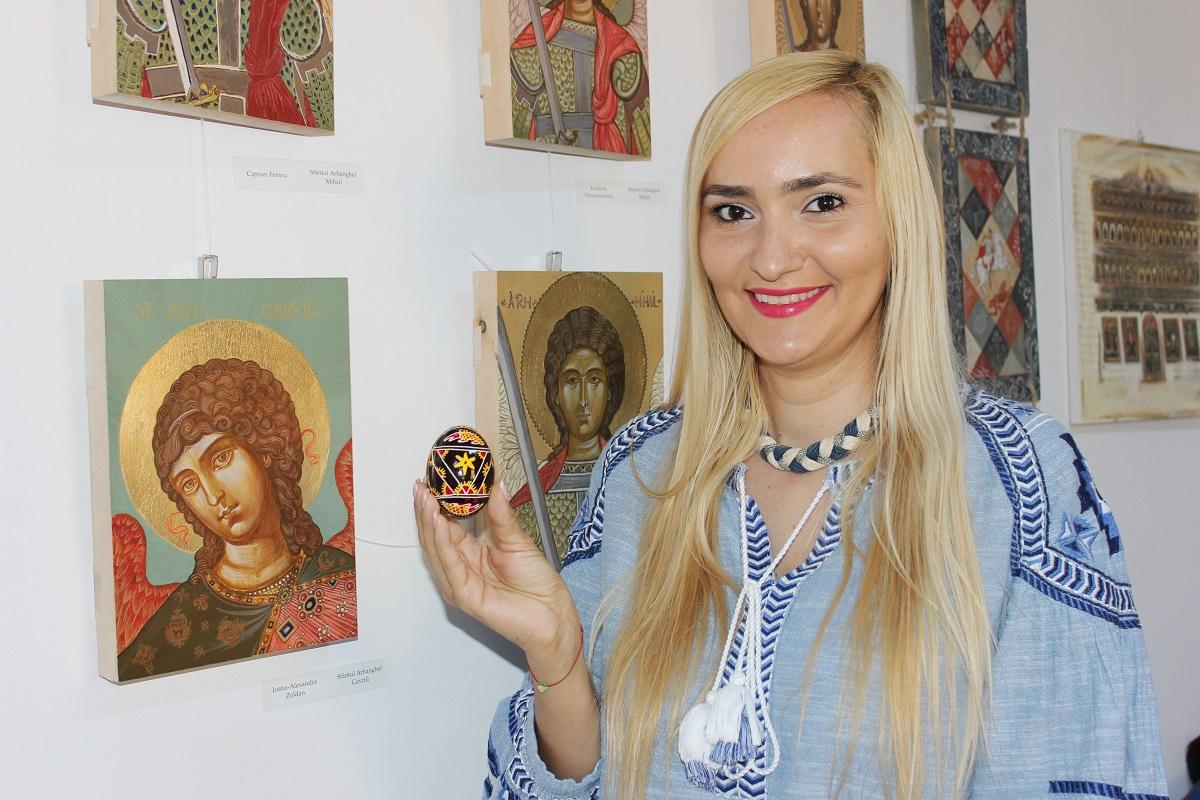 Adela Diaconu a invatat cum se incodeiaza ouale de Paste