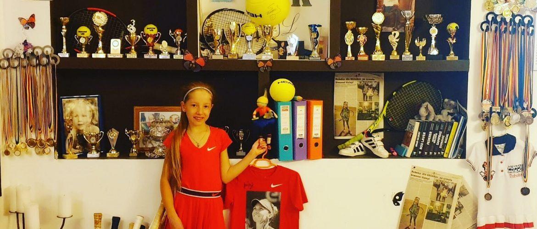 Rebeka Mirică, performanţă în tenis şi modeling la doar 11 ani!
